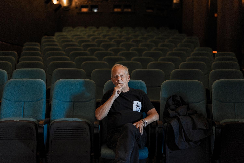 """Stina Gardell har nyligen avslutat en porträttfilm om Stig Björkman och hans filmbekanta världen runt – """"Corona Film Club""""."""